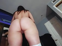 Fellow oils a-hole of gorgeous chick previous to banging her cunt